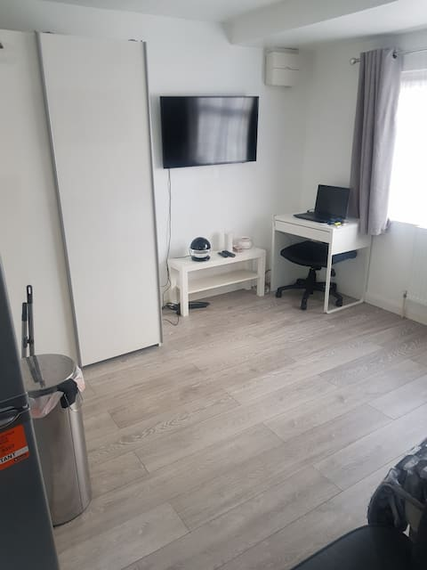 Modern Self Contained Studio Apartment Zone 4