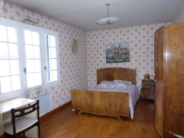"""Chambre 1 """"Cantuel"""" au rez-de-chaussée"""