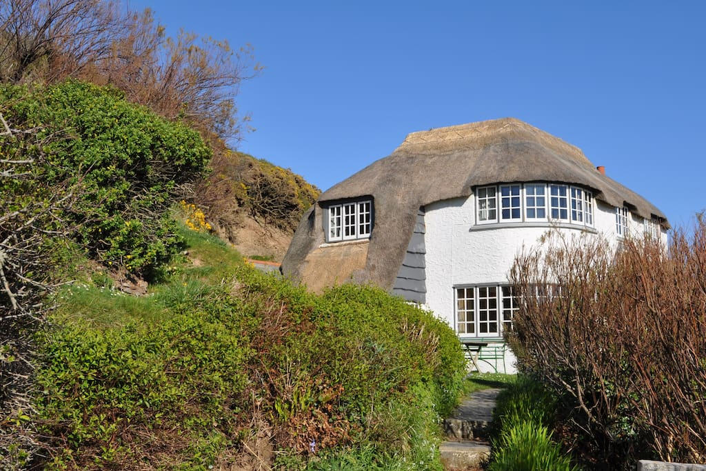 Tucked away in the hillside, you will have all the privacy you need with fabulous seaviews.
