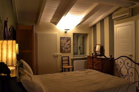 Accogliente mansarda -  cosy attic - Piacenza - Huoneisto