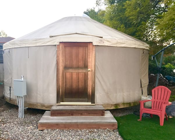 Stay in The Round! Yurt life!