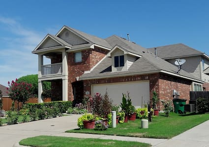 Gorgeous and Spacious Home with Full Amenities - McKinney