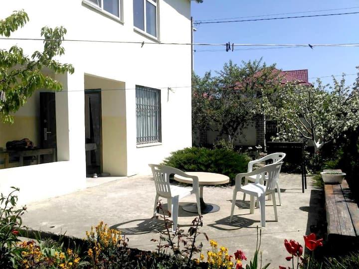 Дом в тихом уютном месте в пригороде Черноморска