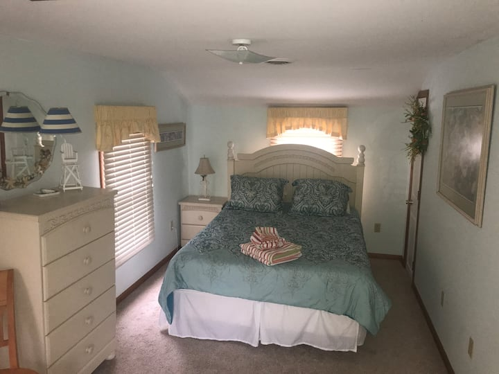 Large bedroom in the heart of Dewey Beach