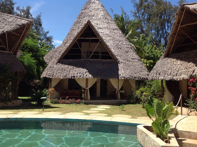 Lovely Distinctive Thatched Cottage - Malindi - Cottage