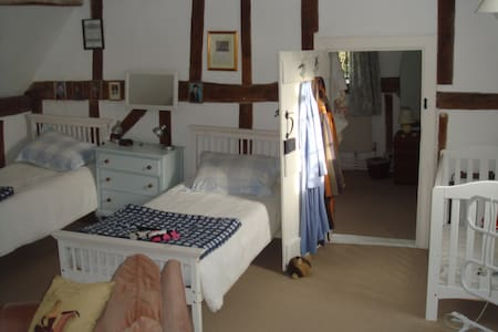 Family friendly old Farm House - Bed & Breakfast