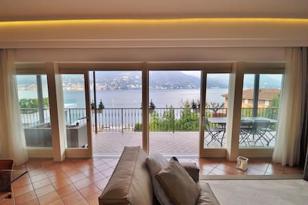 Lovely furnished VILLA  FRONT LAKE SALO' - Magnolie-porticcioli - Villa