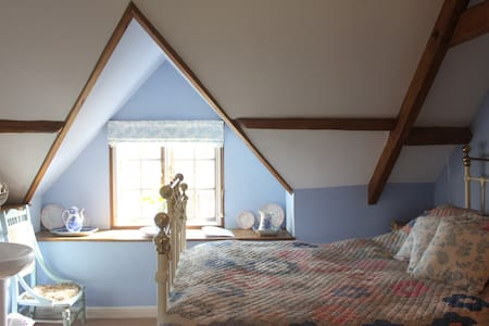 The Double Blue Room - Near Shaftesbury