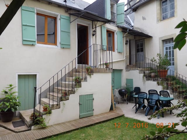 Cosy double bedroom (2 rms avail) - Juillac