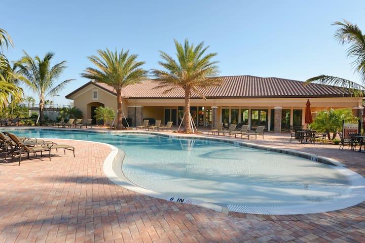 Gated Villa -Close to Siesta Key,Pool,Gym,Tennis