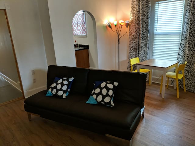 Quirky Cooper & Young Duplex near great nightlife.