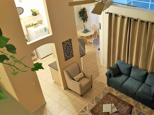 Relaxed Villa,3 Miles to Disney, 5BR/3.5 Bath/Pool