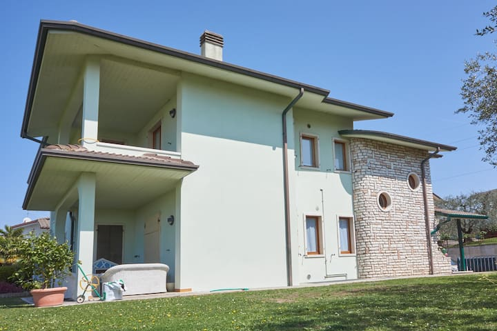 Casa Donatella, large apt 8 guests+ - Pastrengo