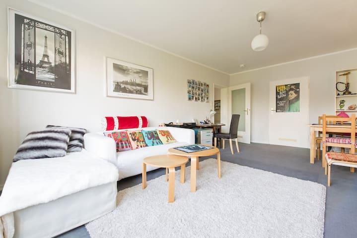 Central two bedroom flat on Zeil - Frankfurt - Apartment