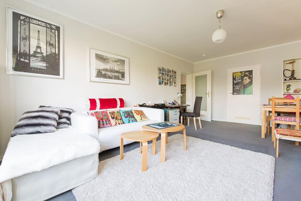 schicke 2 zimmer wohnung direkt neben der zeil wohnungen zur miete in frankfurt hessen. Black Bedroom Furniture Sets. Home Design Ideas
