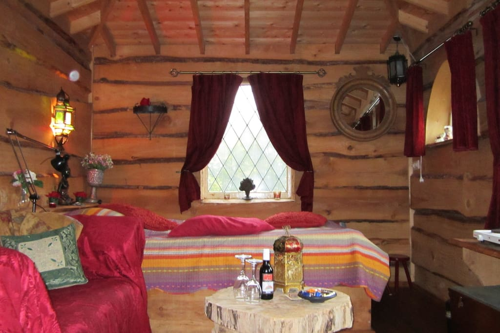 Veel gasten vinden boomhut Kraaiennest romantisch! Er is ook een speciaal bruidsarrange-   ment mogelijk.