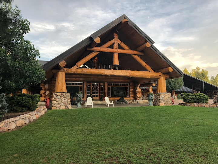 Renowned Legacy Lodge located in National Forest