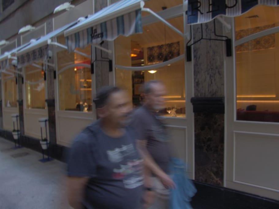 Murcia, escaparate de un restaurante en el centro