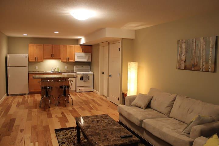 2 Bedroom Suite - Great Location!