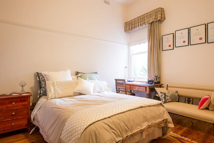 Fitzroy/Clifton Hill-Double Bedroom - Клифтон-Хилл - Гестхаус
