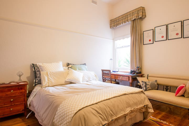 Clifton Hill-Double Bedroom