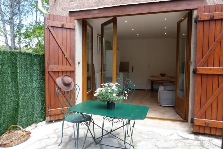studio dans villa avec terrain - Draguignan - Appartement