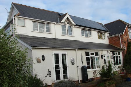 Beautiful old coach house 1 minute walk to  beach - Exmouth