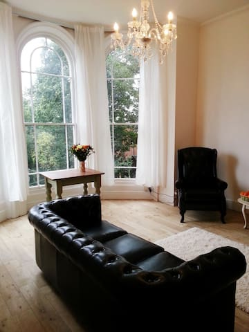 Stunning Spacious Apartment - Hessle