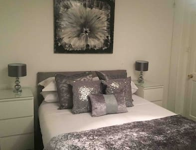 LochLomond Double Rm, Lounge & Office. (sleeps 4).