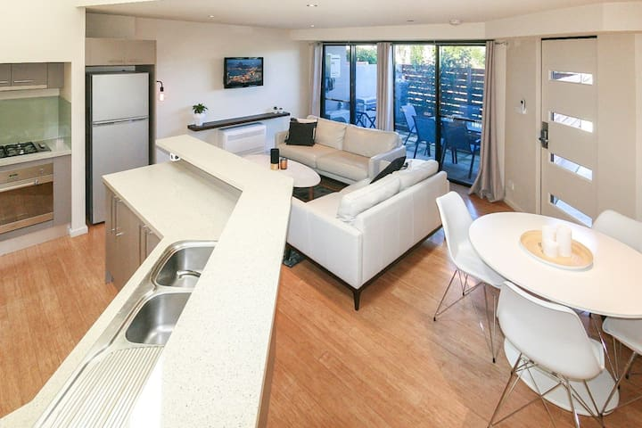Khione 6 - Modern 2 bedroom Townhouse