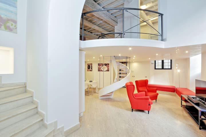 Airy Spacious High Ceiling Apt in Historic Center
