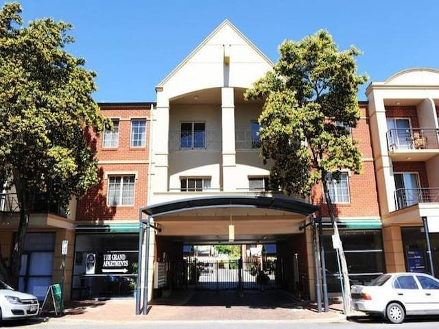 Executive apartment on Melbourne St - North Adelaide - Huoneisto