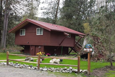 River's Edge Cabin - Granite Falls - Cabin