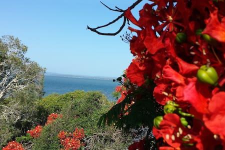 Bayside living near Brisbane City - Redland Bay - Hus