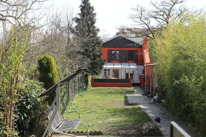 Maison avec jardin, proche centre ville Nancy - Nancy - Rumah