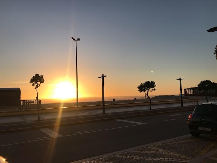 A 300 métros da Praia dos comercios e restaurantes