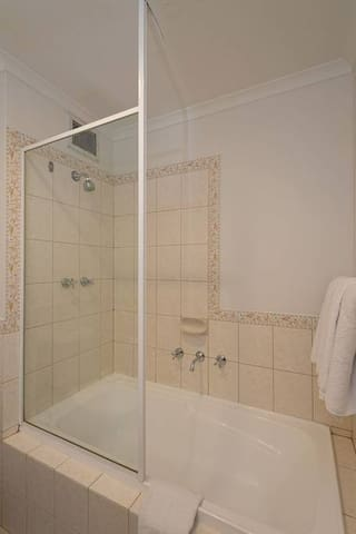 Great Location! Studio Apartment with Balcony, Internet, Kitchenette