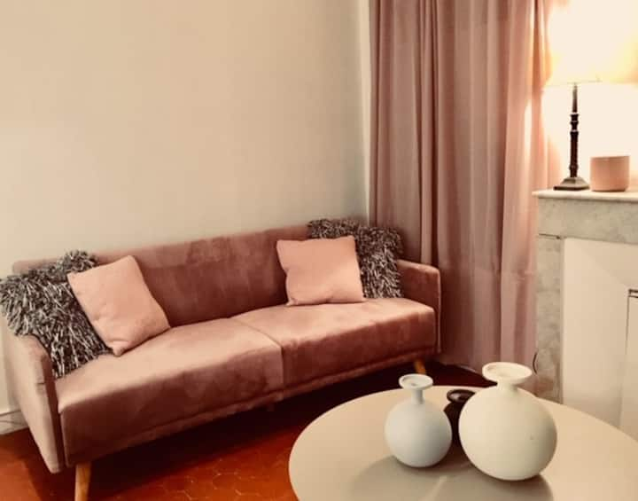INTIMATE FLAT IN THE CENTER TOWN OF AIX