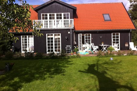 Romantic wooden home north of Cph. - Skodsborg - Haus