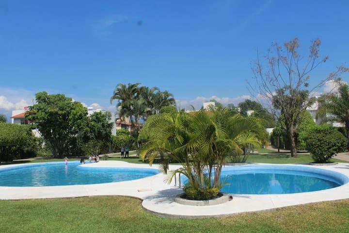 Casa familiar con el mejor clima - Jiutepec - Casa