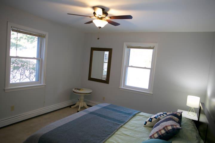Bedroom 1 - King Size