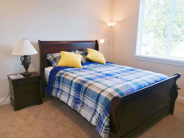 Clean and new BnB with forest view &private bath