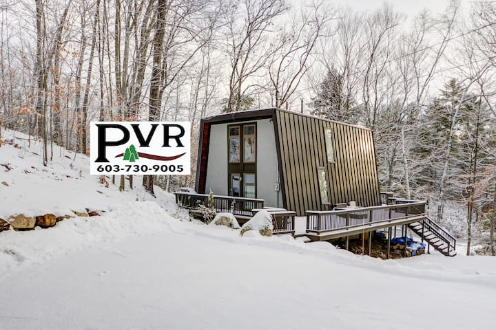 Stylish, Updated 4 BR Waterfront Near Skiing & Snowmobiling w/ Cable & WiFi! - 17 Little Shore