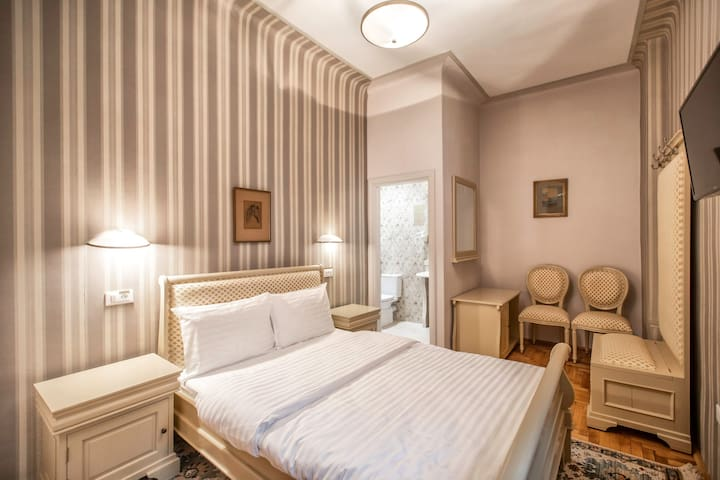 Standard Room- Quiet & Relaxing In Old Brasov