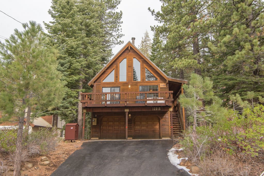 cabin located on a beautiful quiet street in lower Tahoe Donner