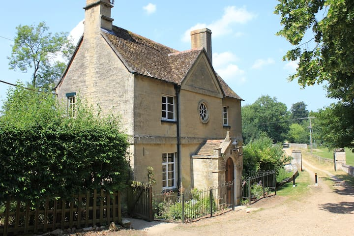 Water Meadow Cottage - Long Hanborough - House