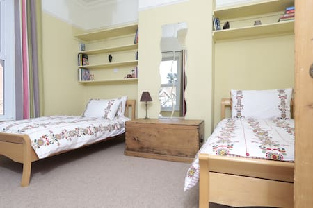 Maha Leela Twin Room - Shanklin