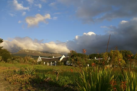 Mooi Bly Vineyard cottages, PAARL - Парл - Шале