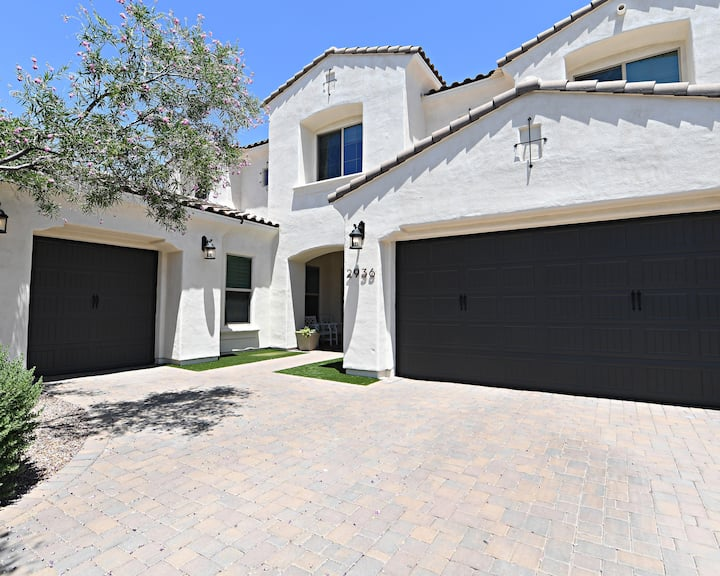 Luxury Gilbert Home with a Pool and Theater