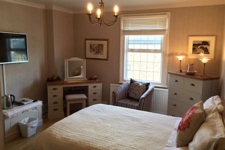 Charming room in period house with breakfast